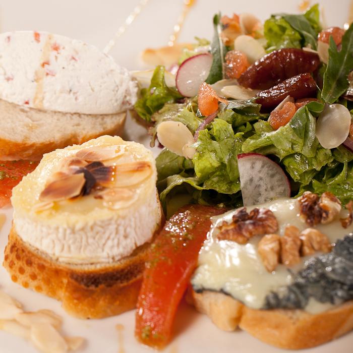 Sałatka z kozim serem na ciepło